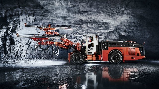Sandvik DD422iE produces zero emissions while tramming, improving health and safety for underground workers.