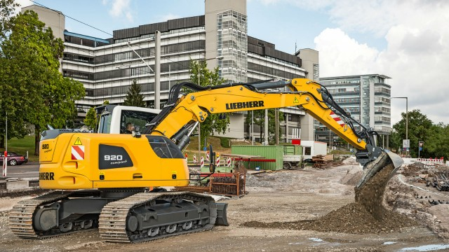 The Liebherr R 920 Compact crawler excavator can be used flexibly with its wide range of equipment and undercarriages.
