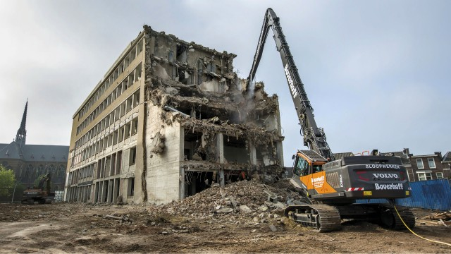 Volvo S Latest Demolition Machine Takes On Large Scale Projects