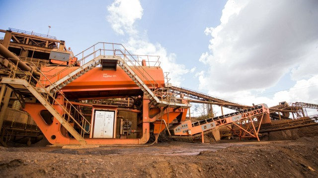 AggMax 151 modular logwasher on CDE Mining iron ore project.