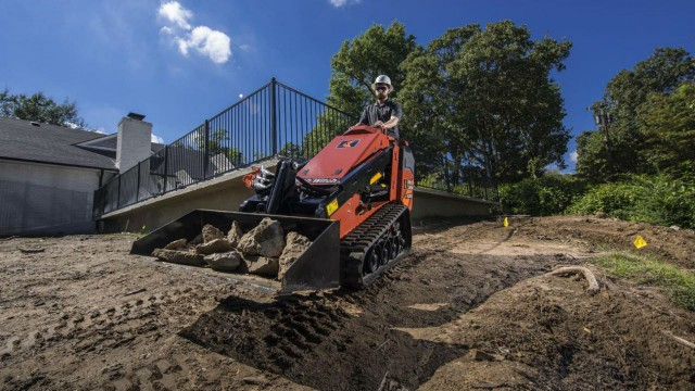 The SK1050 mini skid steer, offers easy access to the machine undercarriage and no daily maintenance points or grease zerks to help ease maintenance and reduce total cost of ownership.