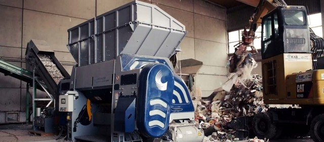 Lindner's universal Polaris single-shaft shredder has been developed specifically for high-power, one-step processing of untreated household refuse as well as industrial and commercial waste.