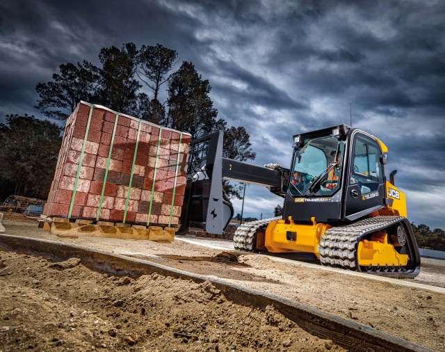 JCB Teleskid is world's first skid steer and compact track loader with a telescopic boom