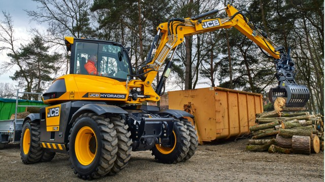 JCB introduces upgraded Hydradig to North American market at CONEXPO