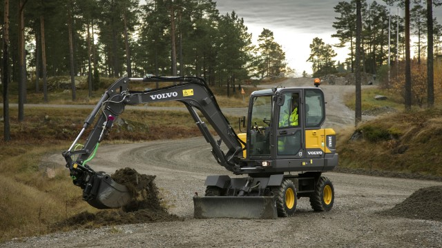 Maximum mobility in urban applications with new Volvo compact wheeled excavator