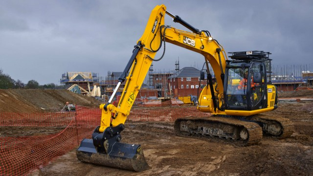 JCB launches new 30,000-pound excavator for rental customers