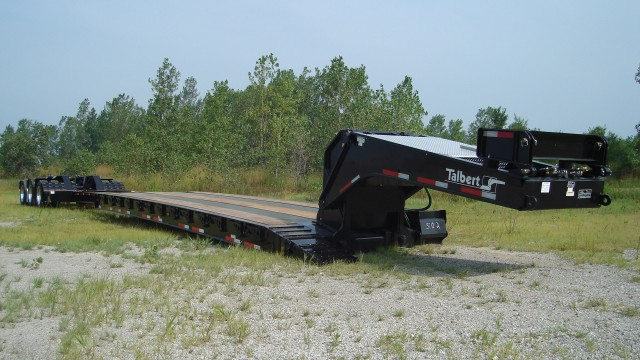 Heavy-haul trailer extends to handle wide range of large equipment