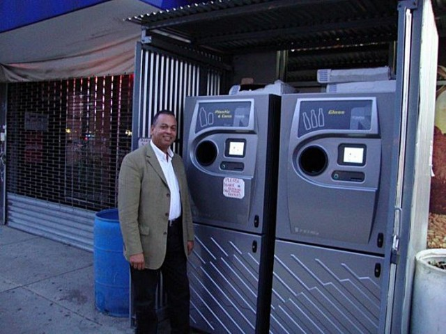 New York grocer touts the benefits of automated bottle/can return system