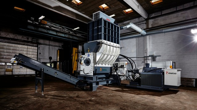 M&J FineShred 3550 single shaft fine-shredders feature in-line feeding and are designed to deliver a stable and homogeneous output, increasing the value of RDF.