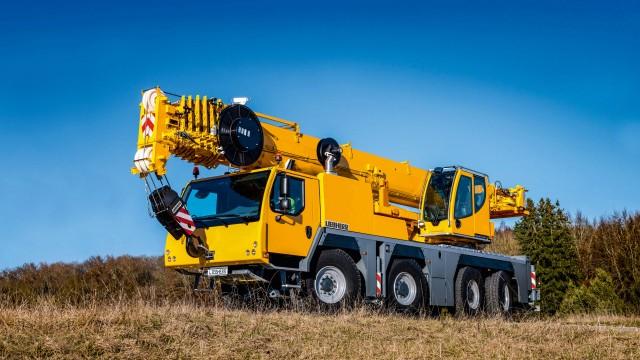 Economical all-rounder on four axles: Liebherr unveils the new economical and versatile LTM 1090-4.2 mobile crane