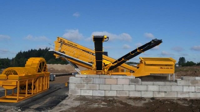 IROCK Adds Rinser to its 22-Foot Screener