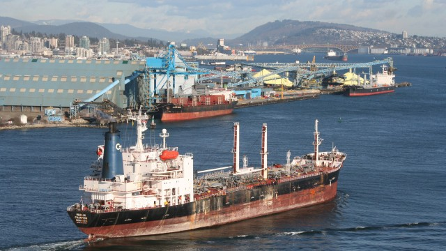 Millions of tonnes of oil products have been shipped through Vancouver Harbour. – Photo by Michael Chu on Flickr, used under Creative Commons license https://creativecommons.org/licenses/by-nc-nd/2.0/legalcode