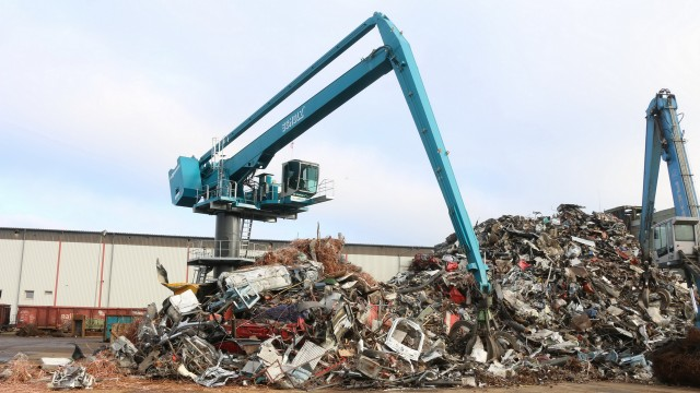Scrap yard efficiency is a balancing act for new Sennebogen material handler