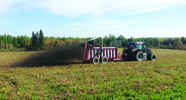 Spreadable, high-quality compost, and organic fertilizers, are becoming increasinlgly important for the agriculture industry