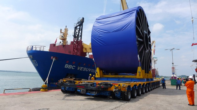 Flexible flowlines, part of the Containment Toolkit, are too large to be transported by air so will be shipped to an incident site in the event of a hydrocarbon release