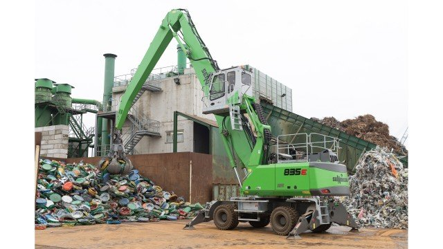 Twin Sennebogen machines handle scrap for Dutch company