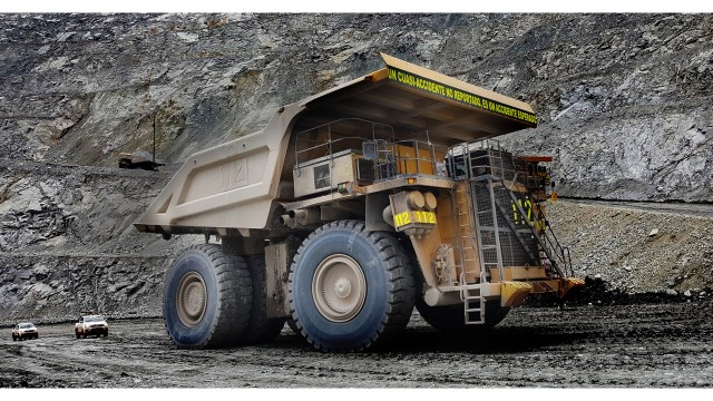 Mining vehicle intervention system detects and prevents collisions