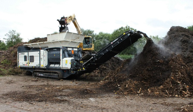 The Terex Ecotec TDS V20 twin shaft medium speed shredder has cutting teeth and a sizing screen to meet specific size requirements, and features a ground-breaking contaminant protection system.