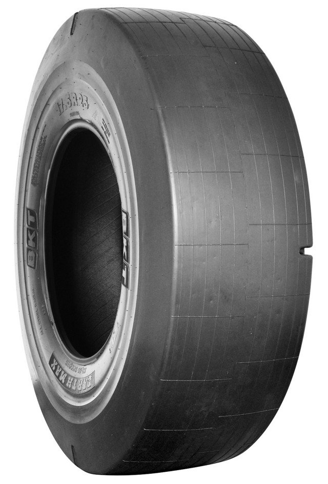 Earthmax SR 55 features a smooth surface with L5-S-class tread, designed to withstand peak productivity with reduced downtime.