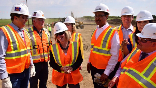 Premier Rachel Notley, Amarjeet Sohi, federal Minister of Infrastructure and Communities, Kent Hehr, federal Minister of Veterans Affairs and Leo Golden, Enbridge vice-president tour the Line 3 construction site in Hardisty, Alberta.  – Province of Alberta