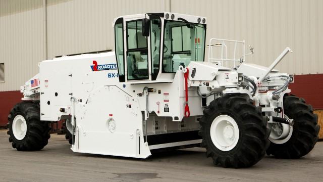 Large stabilizer-reclaimer designed for tough jobs