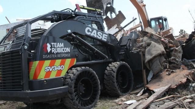 PHOTO CREDITS: CASE Construction Equipment and Matt Mateiescu, Team Rubicon.