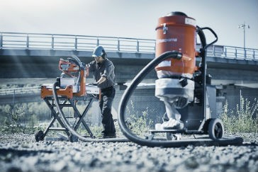 Vac attachment collects dust from masonry saw