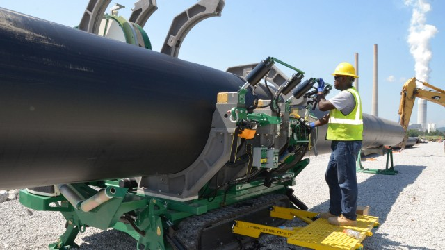 McElroy's Self-Propelled TracStar® 1200 for Thermoplastic Pipe Fusion