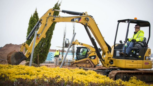 Reduced Weight Cat 303E CR Mini Hydraulic Excavator Simplifies Transport While Maintaining Performance