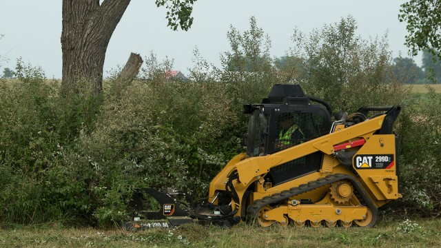 Brushcutter aimed at land clearing, right of ways and site prep