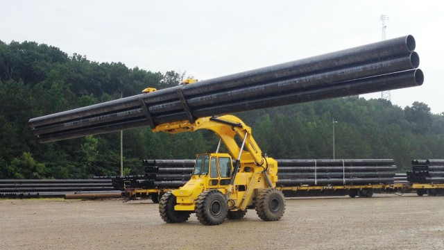Cary-Lift 254i adept at moving pipe in yards and on site