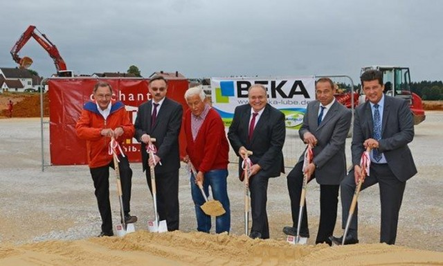 At the groundbreaking ceremony in Wannberg (from left to right): Rainer Brendel; Rudolf Brendel; Alois Dechant, Building Contractor; Bernhard Köppel, BAIER + KÖPPEL President; Oswald Lodes, Production Manager; Stefan Frühbeißer, First Mayor of the City of Pottenstein.