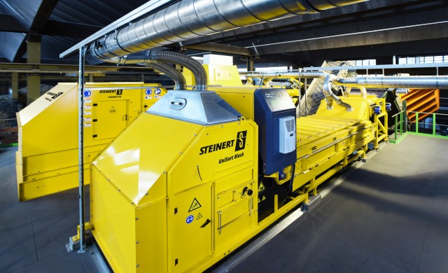 A compact, flexible, combination sorting system: the STEINERT KSS (back) and UniSort Black (front).