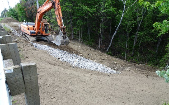 Contractor solves culvert replacement with rental of HammerHead pipe bursting tools