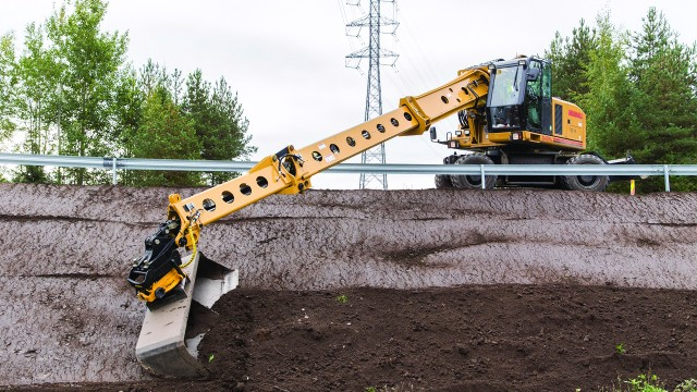 Gradall XL 4300 V excavator features a low profile and compact boom