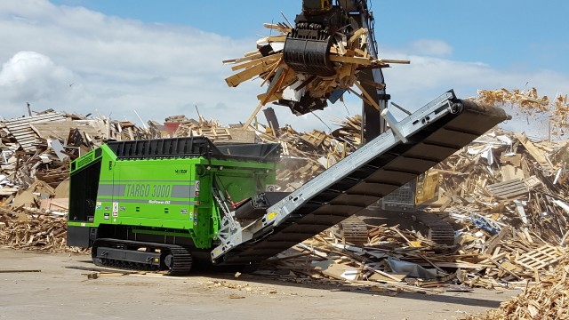 The Targo 3000 single-shaft shredder is available as a wheel or track unit, and can be set up to process a variety of products including C&D, stumps, green waste, domestic and industrial waste.