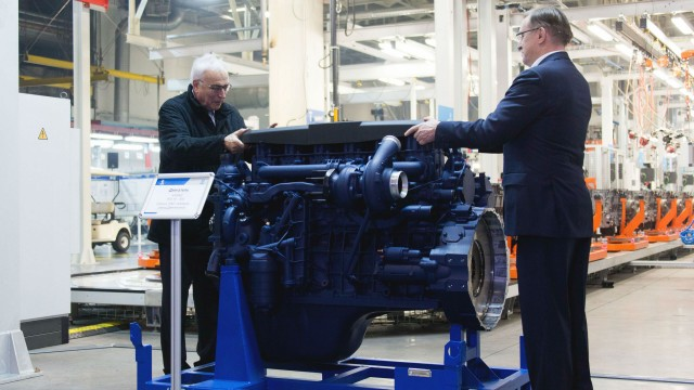 Liebherr Group president Willi Liebherr and KAMAZ general director Sergey Kogogin inspect one of the partnership's new 6-cylinder diesel engines.
