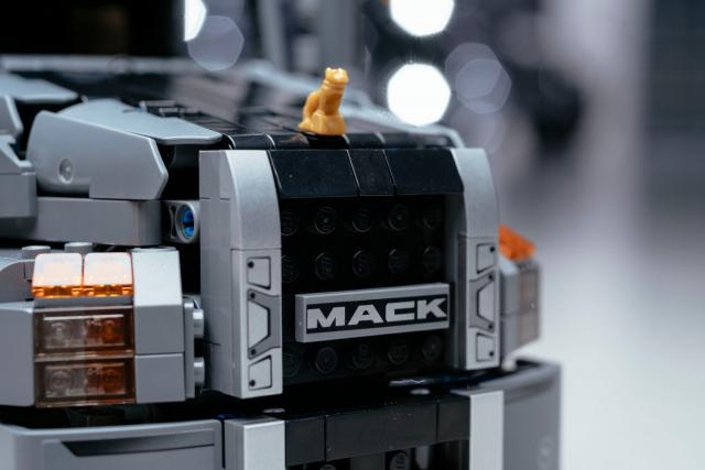 The LEGO Mack Anthem features the Bulldog hood ornament.