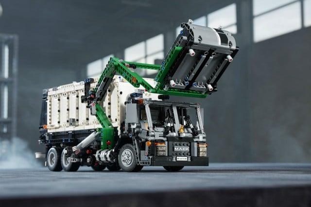 The LEGO Mack Anthem can also be built as a Mack LR front loader refuse model.