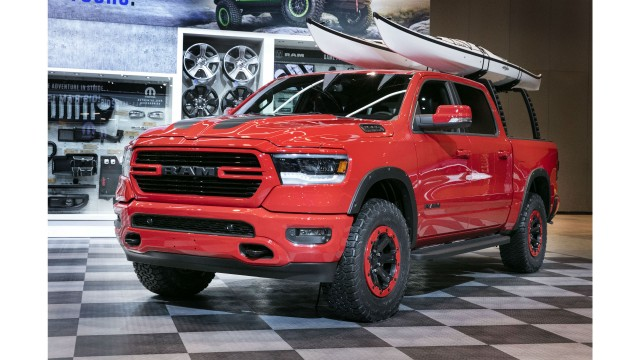 New Ram 1500 Mopar products, including 2-inch lift kit, off-road wheel flares, off-road beadlock-capable wheels and off-road style running boards, enhance all-new 2019 Ram 1500.