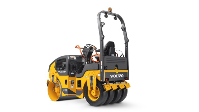 With the latest engine technology and features that help to provide a dense, high-quality mat, Volvo's CR30B and CR35B combination rollers are the ideal fit for small-scale compaction projects.