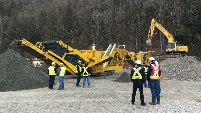 Frontline Machinery demoed the Keestrack hybrid track-mounted H4 cone crusher in Chilliwack, B.C.