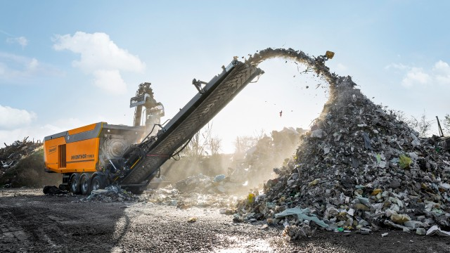 The INVENTHOR Type 9 shredder is the first machine in an entirely new generation of Doppstadt shredders.