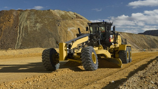 The Cat 24 Motor Grader is equipped with a 7.3-metre-wide (24-foot) moldboard.