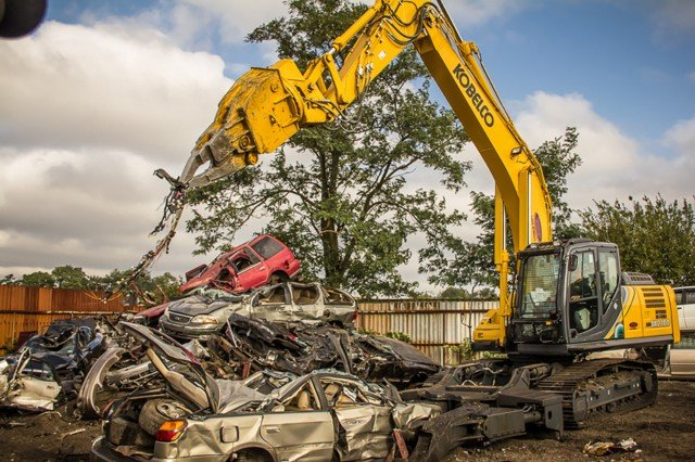 After close to 40 years of development, and several machine generations, Kobelco now offers the SK210D and new SK140D multi-dismantling machines in North America.