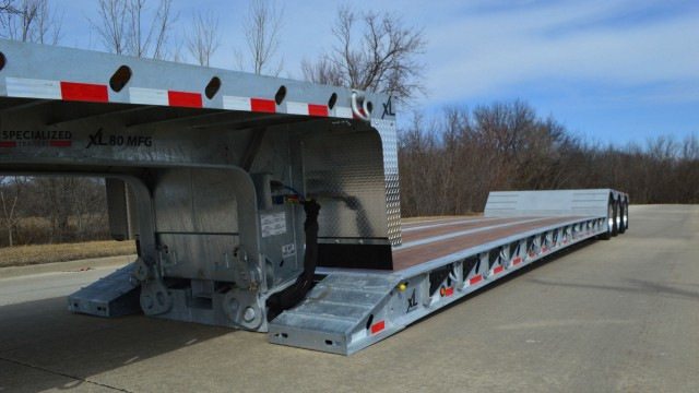 XL's Galvanized 80 MFG has a low base weight of approximately 15,600 pounds, offering added durability without sacrificing hauling capability.