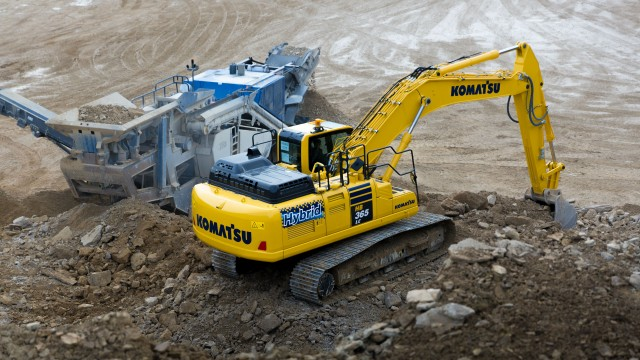 Komatsu Hybrid excavators strongly contribute to reduce Komatsu customers' carbon footprint and environmental impact, with up to 40 percent less fuel consumption and emissions.