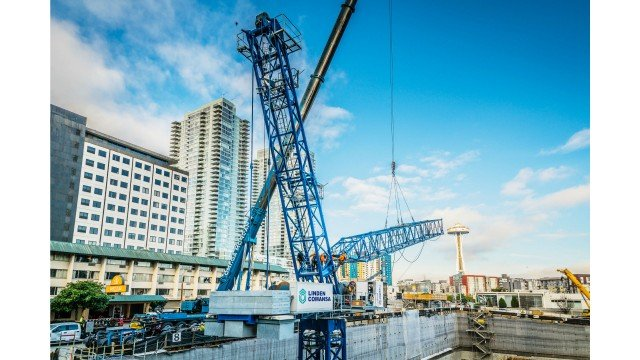 Linden Comansa brings first LCL700 crane in America to Seattle
