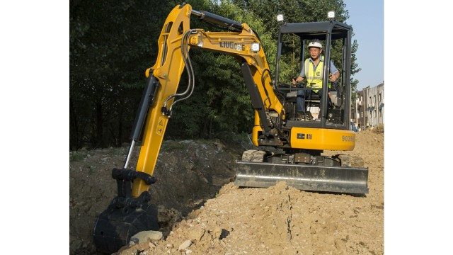 The 9035EZTS compact excavator from LiuGong features an attractive design and zero tail swing for tight job sites.