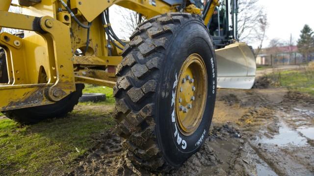 The Galaxy MGSR 200 S-pattern grader tire.